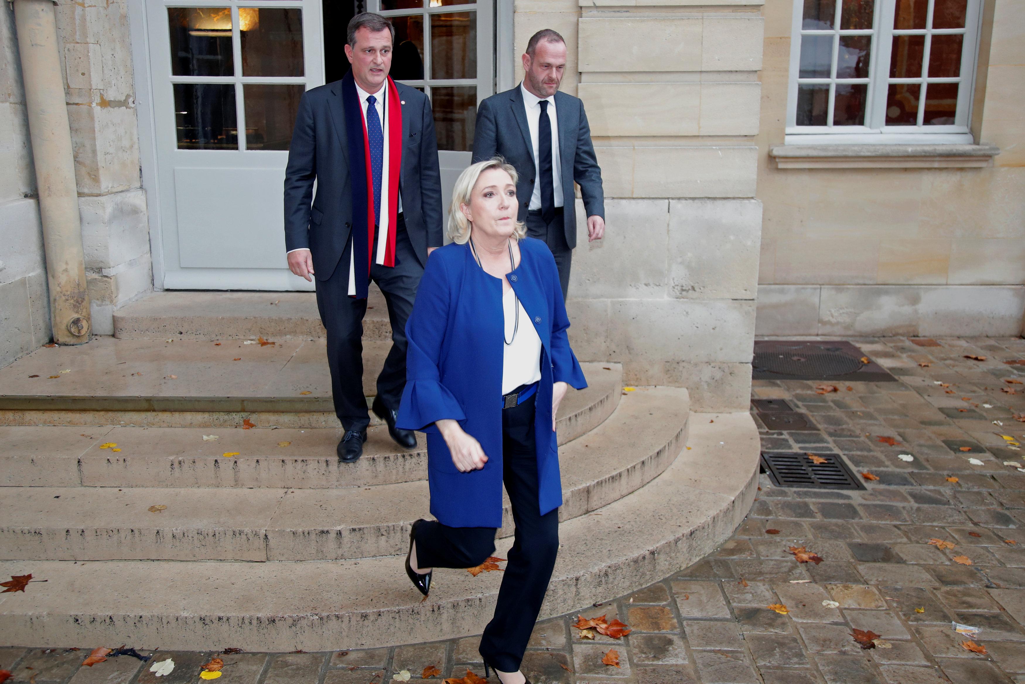 مارين لوبان بعد اجتماعها مع رئيس الوزراء الفرنسى
