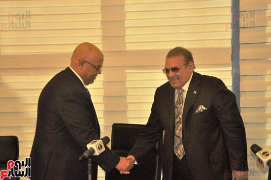 حسن راتب يوقع عقد شراء أرض الجامعة الدولية بالعاصمة الإدارية (7)