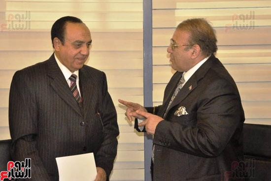 حسن راتب يوقع عقد شراء أرض الجامعة الدولية بالعاصمة الإدارية (24)