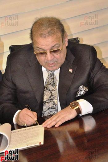 حسن راتب يوقع عقد شراء أرض الجامعة الدولية بالعاصمة الإدارية (2)