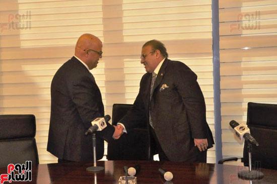 حسن راتب يوقع عقد شراء أرض الجامعة الدولية بالعاصمة الإدارية (15)