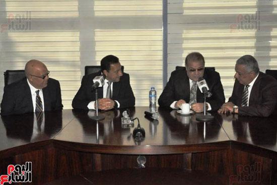 حسن راتب يوقع عقد شراء أرض الجامعة الدولية بالعاصمة الإدارية (28)