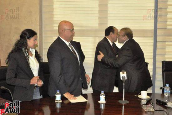 حسن راتب يوقع عقد شراء أرض الجامعة الدولية بالعاصمة الإدارية (19)