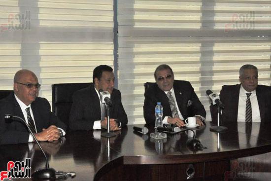 حسن راتب يوقع عقد شراء أرض الجامعة الدولية بالعاصمة الإدارية (26)