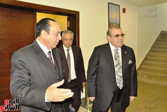 حسن راتب يوقع عقد شراء أرض الجامعة الدولية بالعاصمة الإدارية (1)