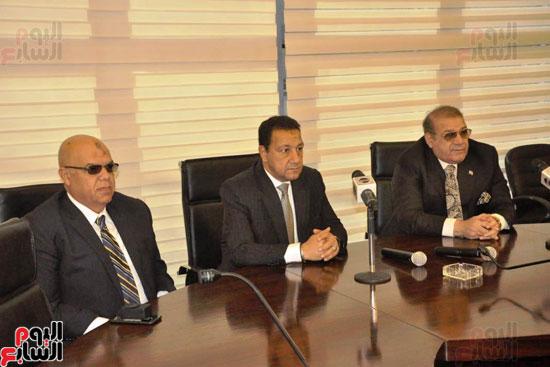 حسن راتب يوقع عقد شراء أرض الجامعة الدولية بالعاصمة الإدارية (9)