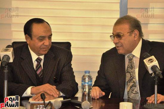 حسن راتب يوقع عقد شراء أرض الجامعة الدولية بالعاصمة الإدارية (29)