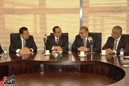 حسن راتب يوقع عقد شراء أرض الجامعة الدولية بالعاصمة الإدارية (14)