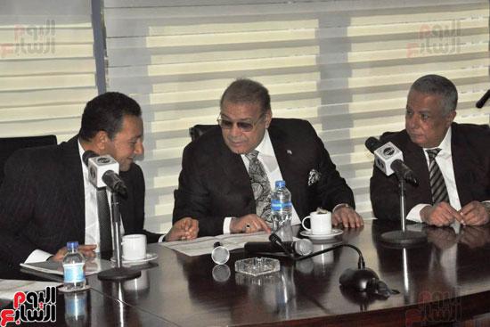 حسن راتب يوقع عقد شراء أرض الجامعة الدولية بالعاصمة الإدارية (23)