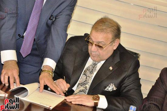حسن راتب يوقع عقد شراء أرض الجامعة الدولية بالعاصمة الإدارية (25)