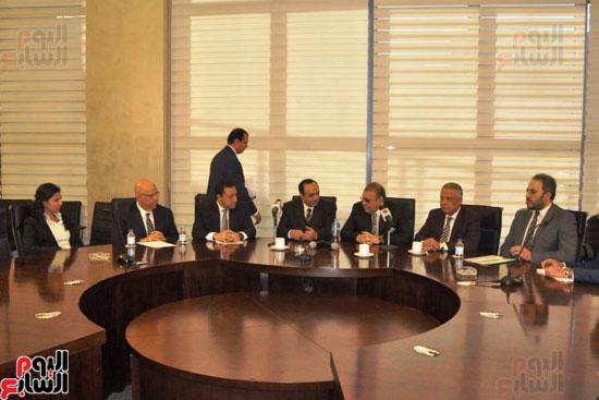 حسن راتب يوقع عقد شراء أرض الجامعة الدولية بالعاصمة الإدارية (4)