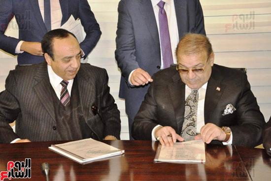 حسن راتب يوقع عقد شراء أرض الجامعة الدولية بالعاصمة الإدارية (3)