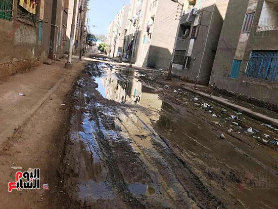 الصرف الصحى يغرق مساكن حى حسام كيلانى (9)