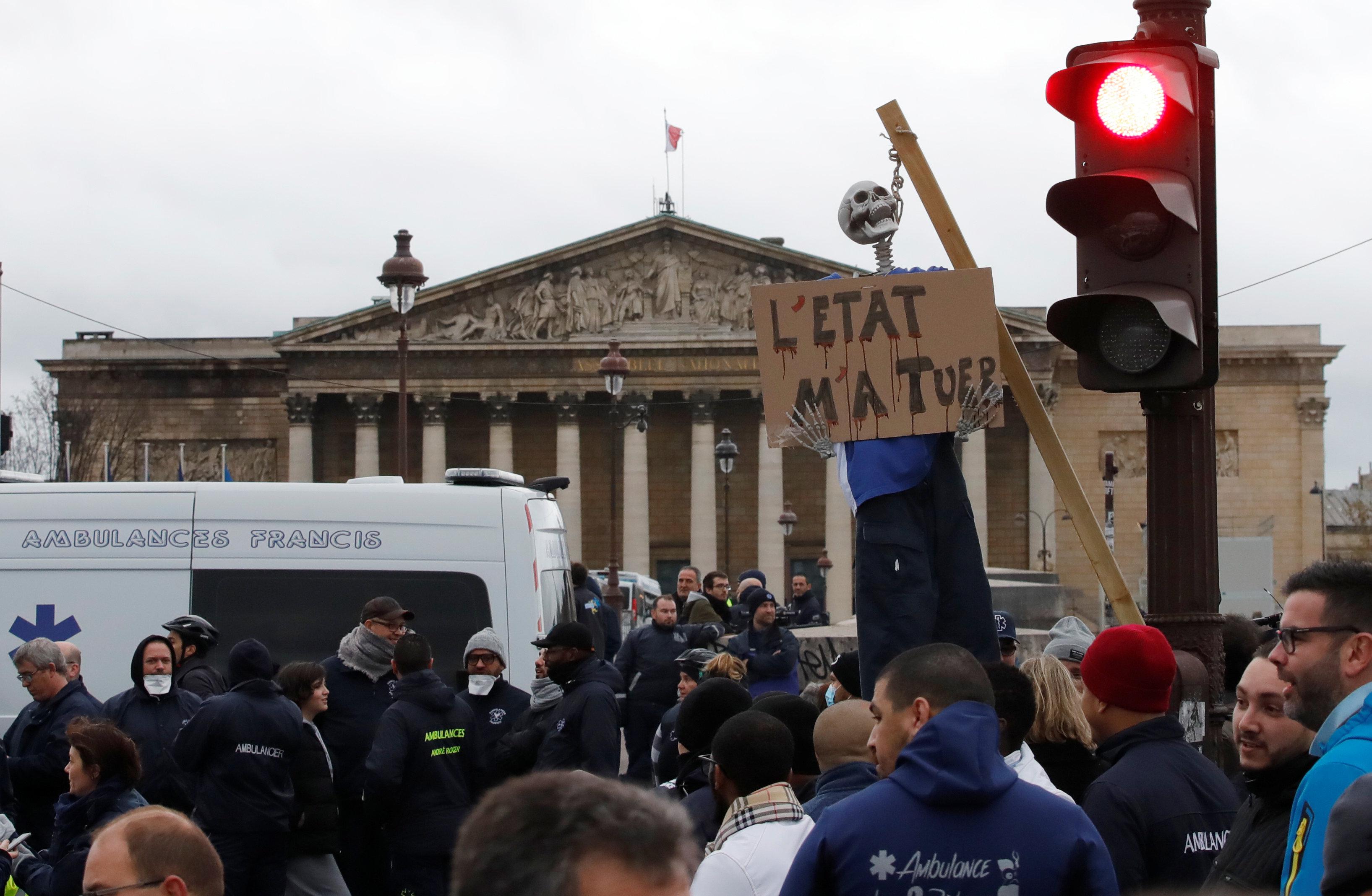 اشتباكات أمام الجمعية الوطنية الفرنسية