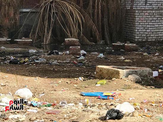 الصرف الصحى يغرق مساكن حى حسام كيلانى (4)