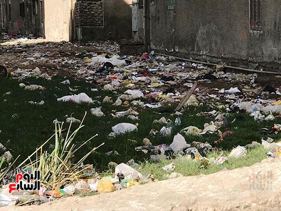 الصرف الصحى يغرق مساكن حى حسام كيلانى (3)