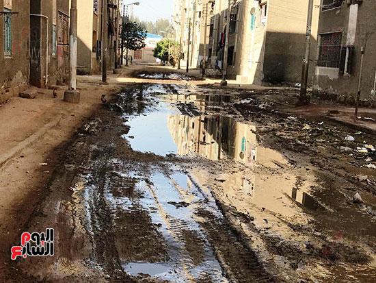 الصرف الصحى يغرق مساكن حى حسام كيلانى (2)