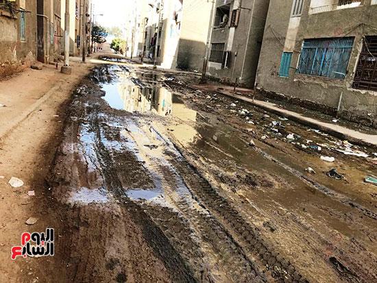 الصرف الصحى يغرق مساكن حى حسام كيلانى (6)