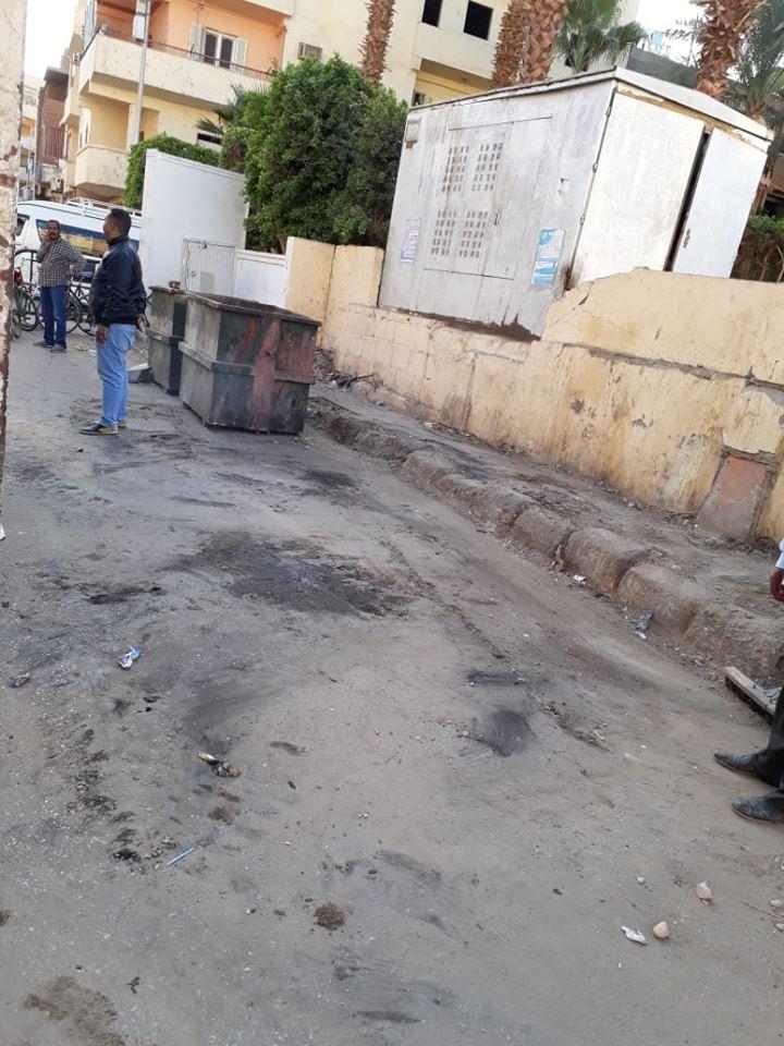 20 مشرف وعامل نظافة و12 قلاب تنجح في رفع 36 طن تراكمات وقمامة بشوارع الأقصر (3)