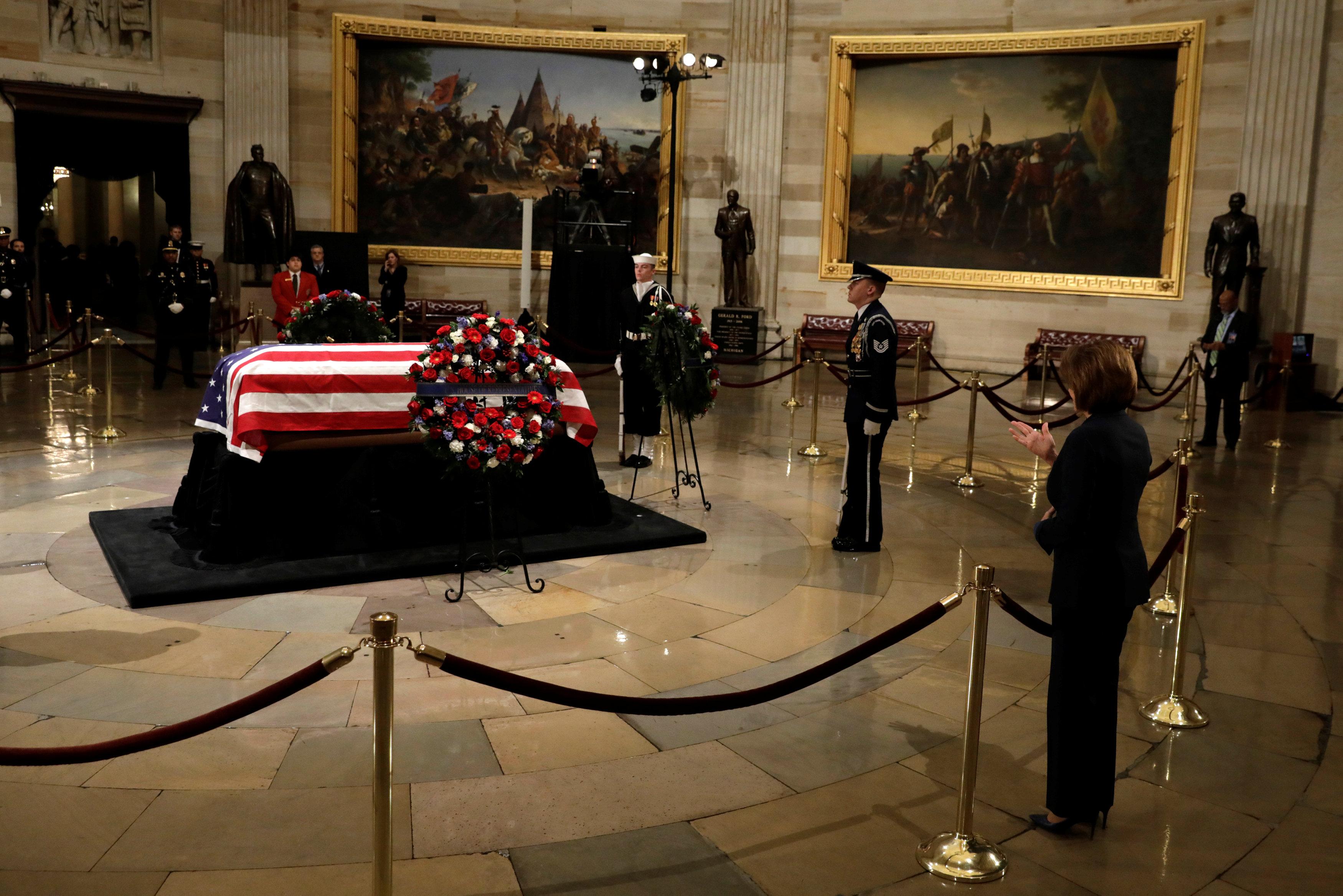 جانب من نعش جورج بوش الأب