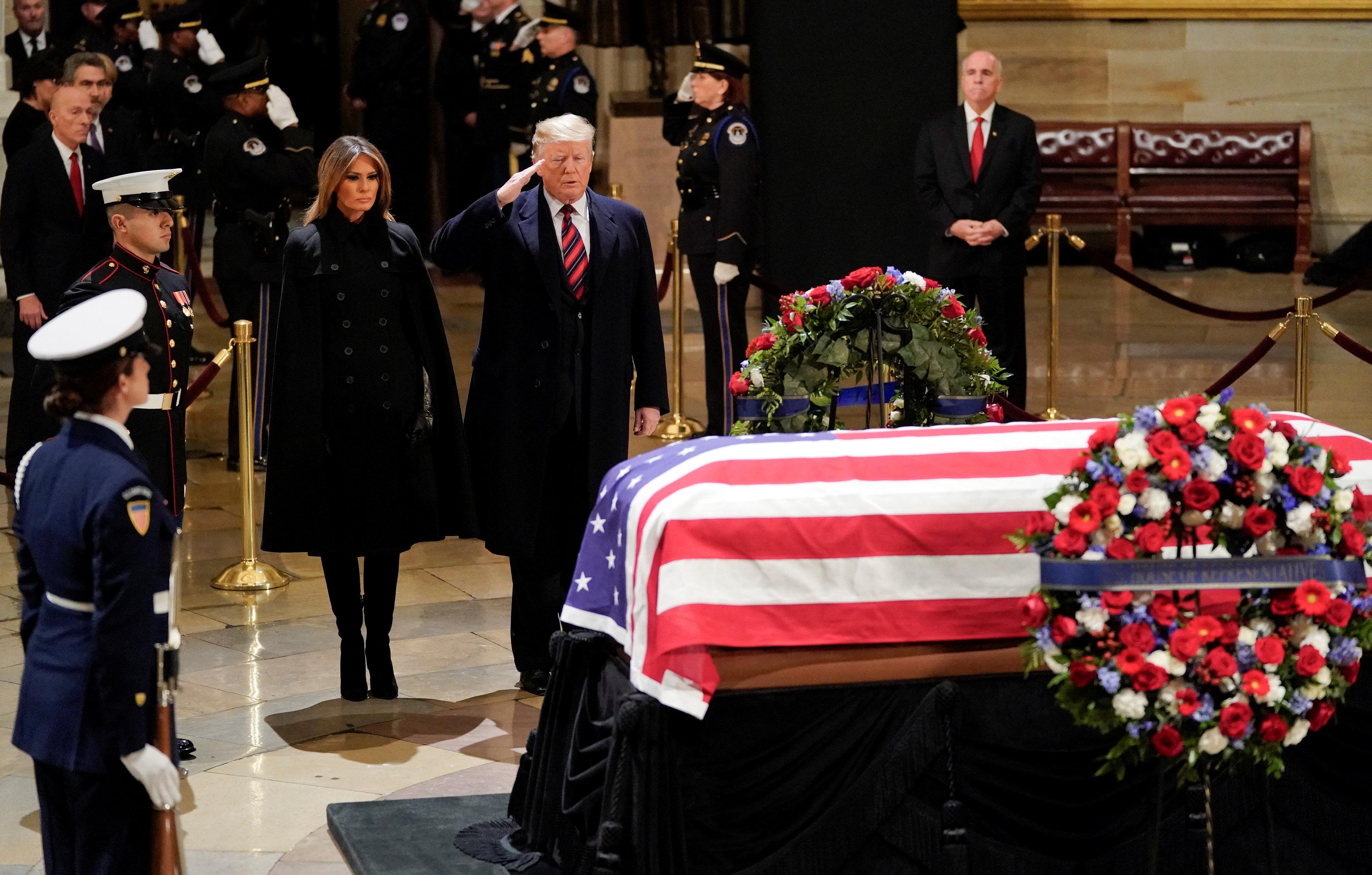 نعش جورج بوش الأب بالكونجرس