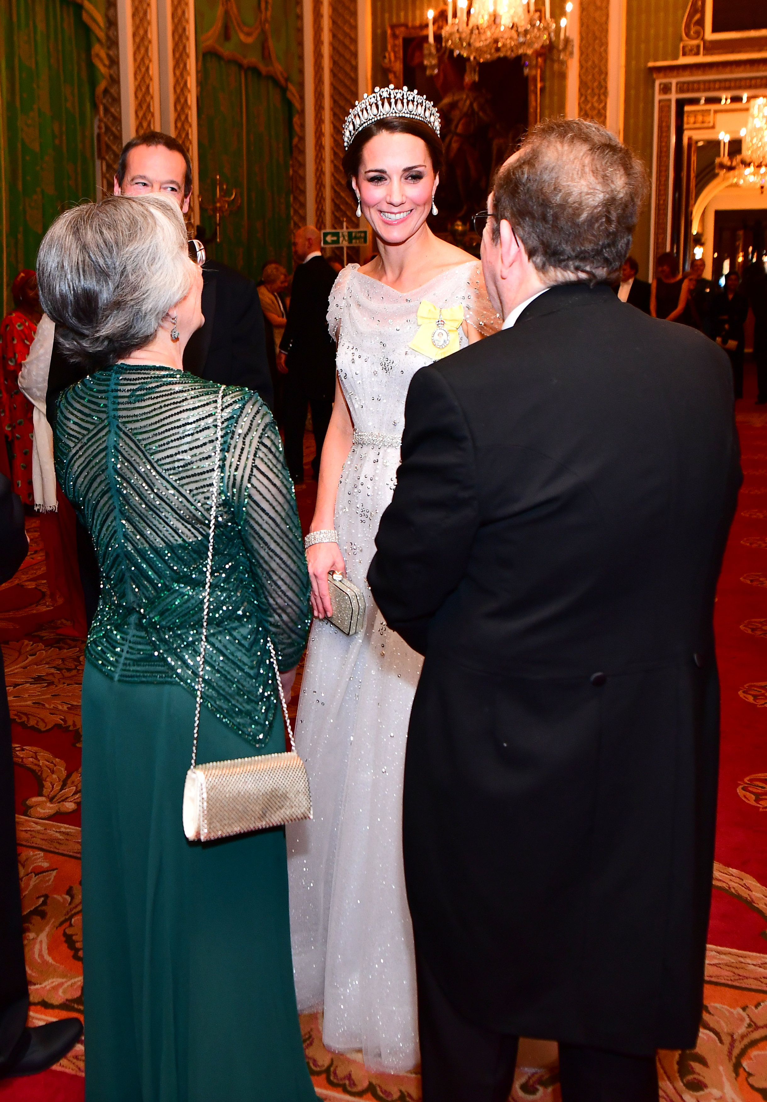 كيت ميدلتون تخطف الأضواء فى القصر الملكى