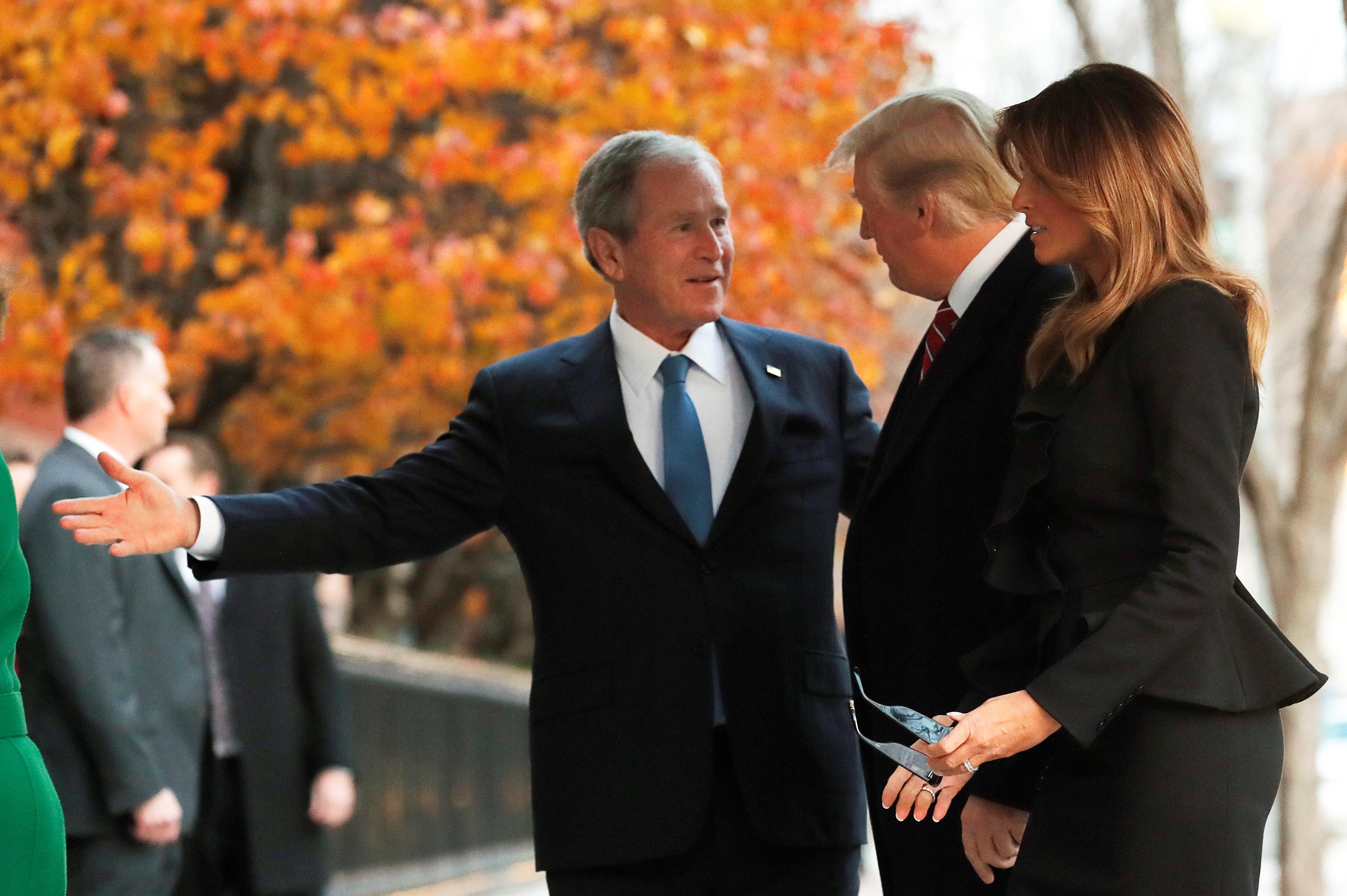 ترامب وميلانيا يزوران أسرة جورج بوش لتقديم التعازى