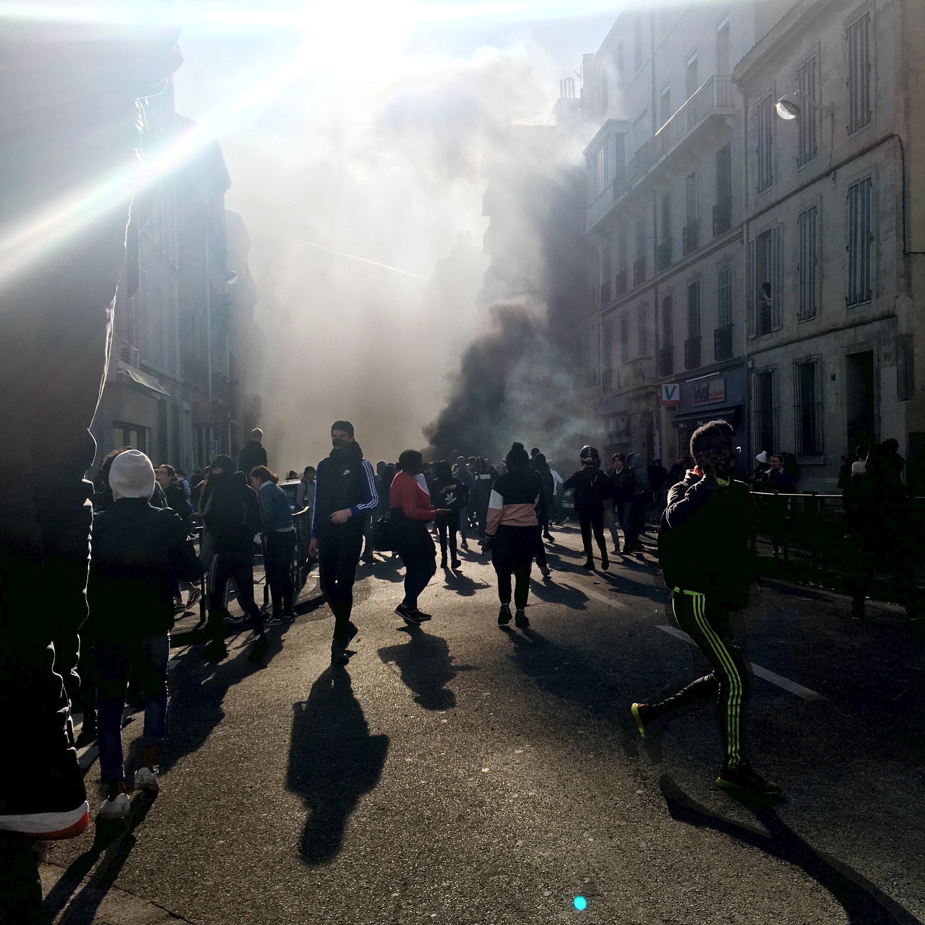 المتظاهرون مازالو يتبنون خيار العنف