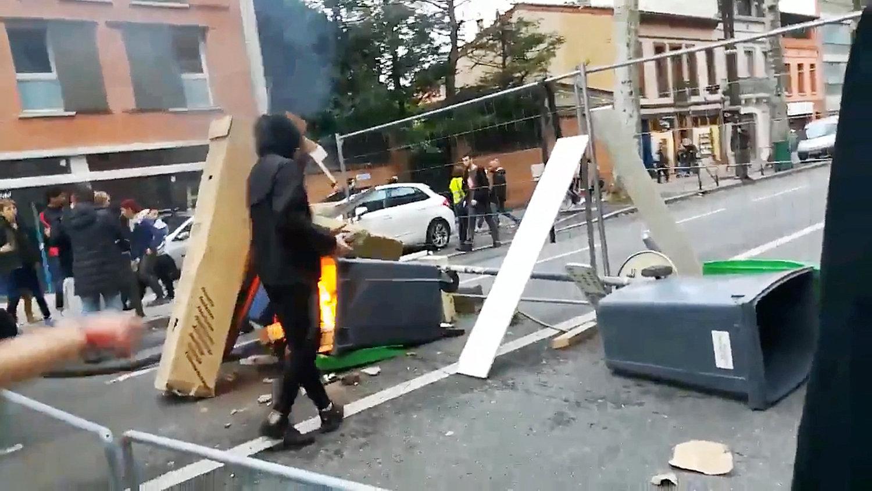 أثار العنف فى شوارع باريس