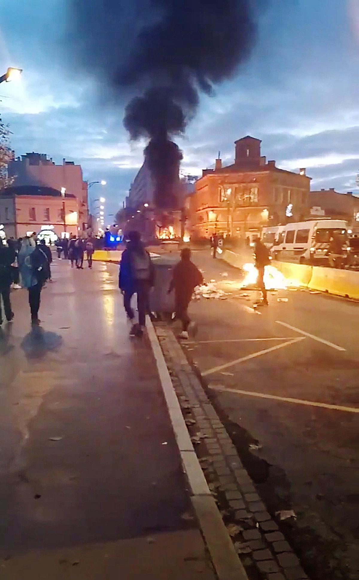 أعمال كر وفر بين المتظاهرين والشرطة الفرنسية