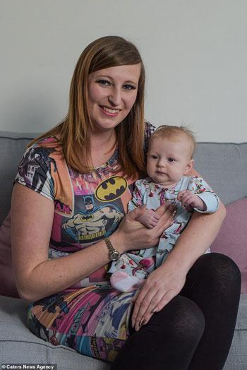 كاتى مع ابنتها  (2)