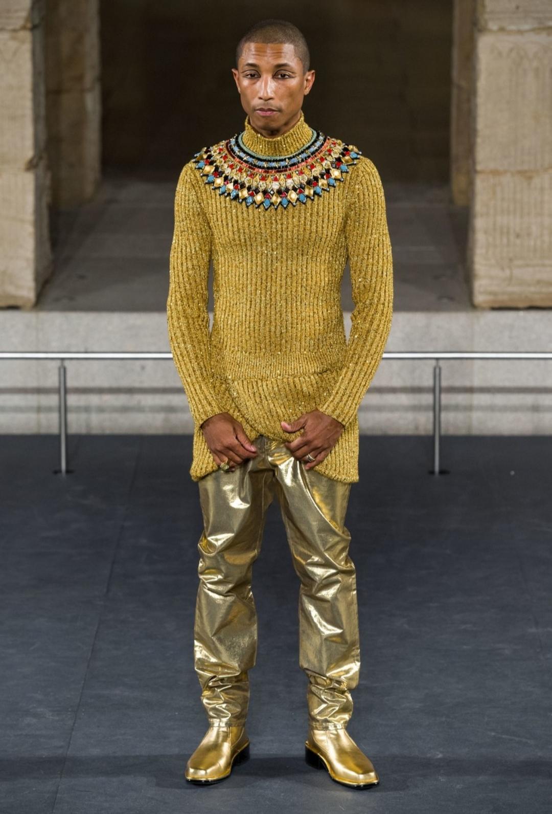 أزياء فرعونية فى عرض الازياء (3)
