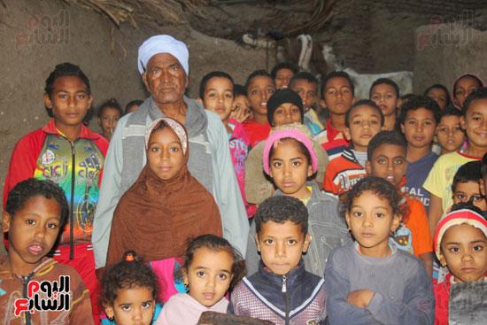 أطفال-بقرية-حاجر-الأقالته-الغربي-بالأقصر-يحفظون-كتاب-الله-علي-ألواح-صفيح-(20)