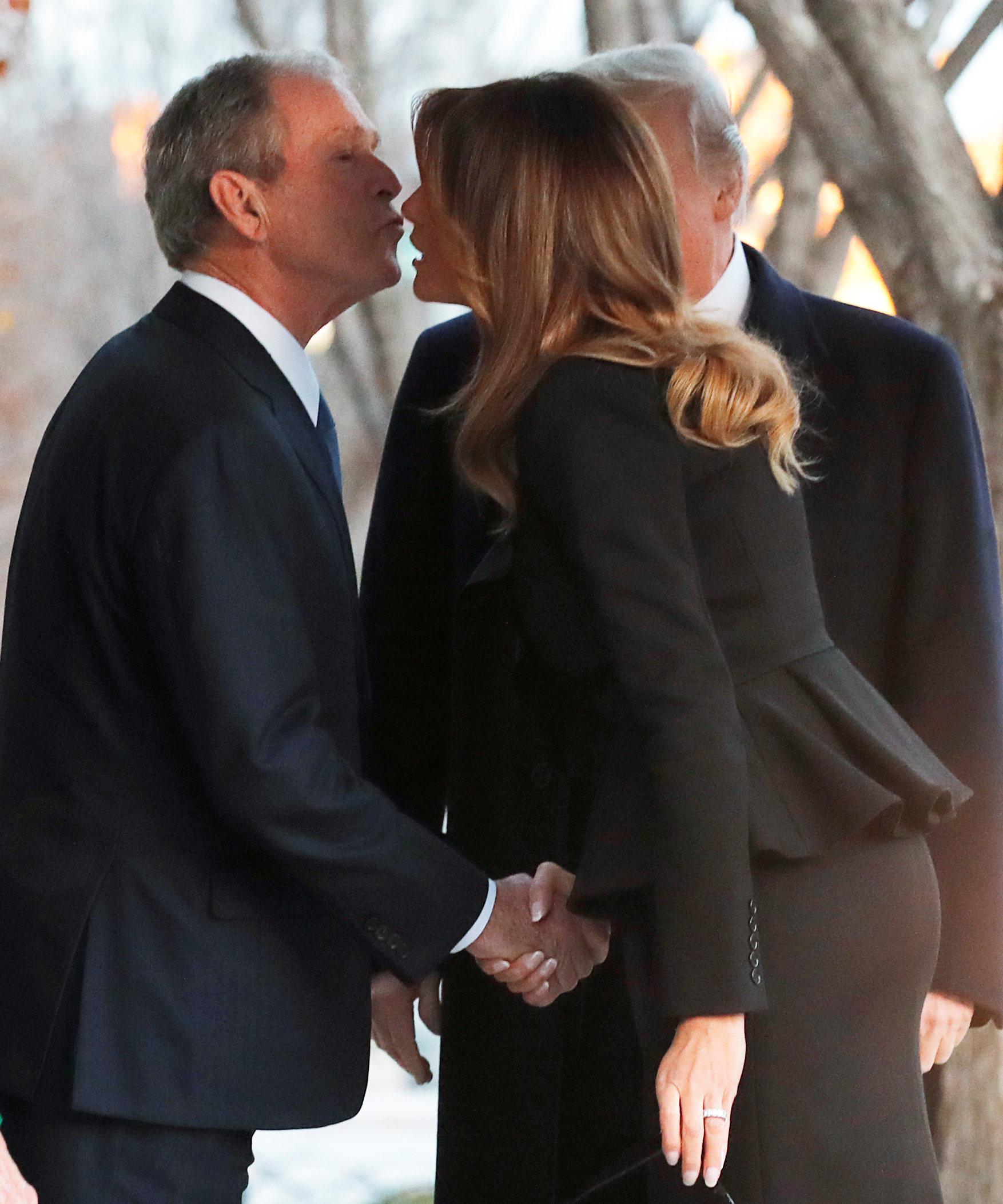 ميلانيا وجورج بوش