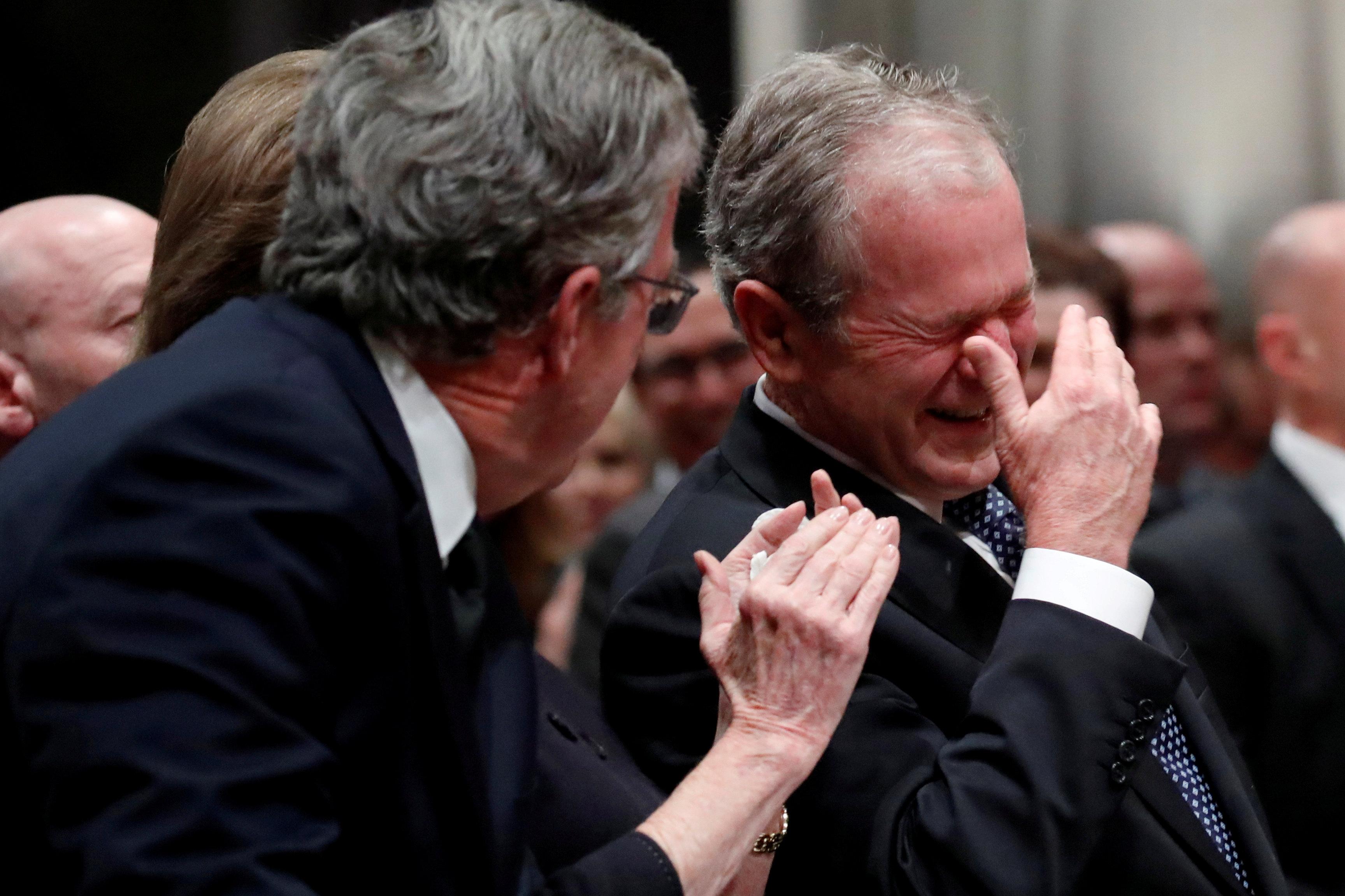 انطلاق مراسم جنازة الرئيس الأمريكى جورج بوش الأب (5)