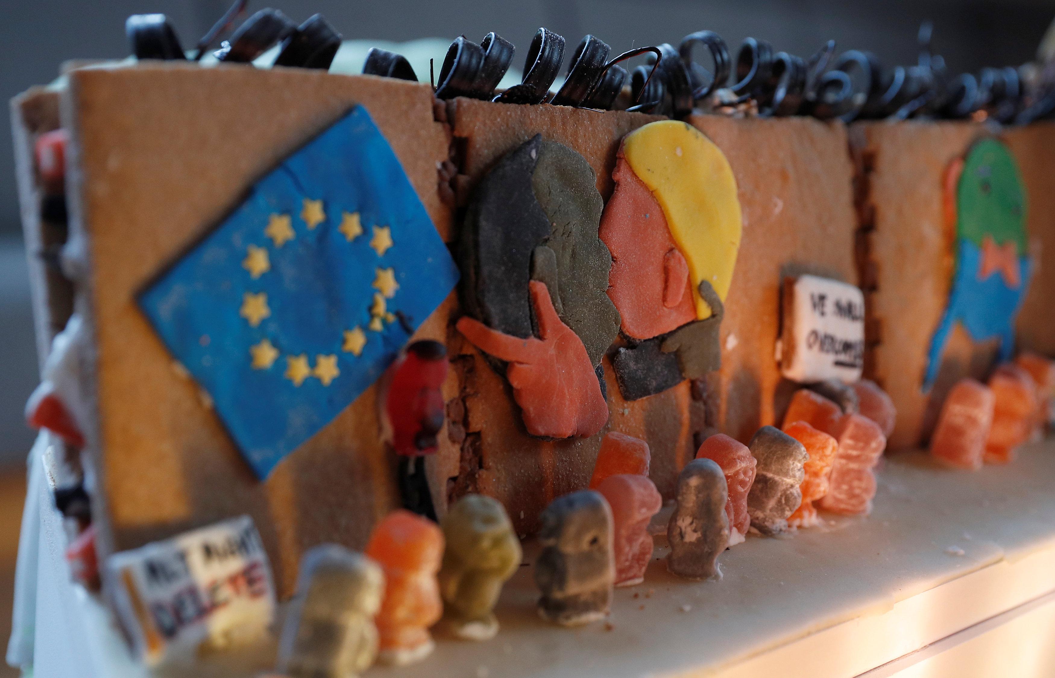 علم الاتحاد الأوروبى على أحد جنبات المدينة الخيالية