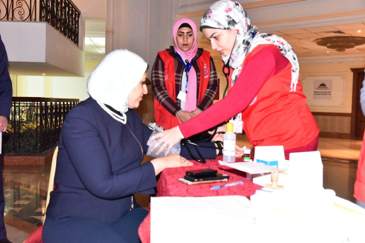 وزيرة الصحة تجرى «المسح ضمن مبادرة 100مليون صحة» (4)