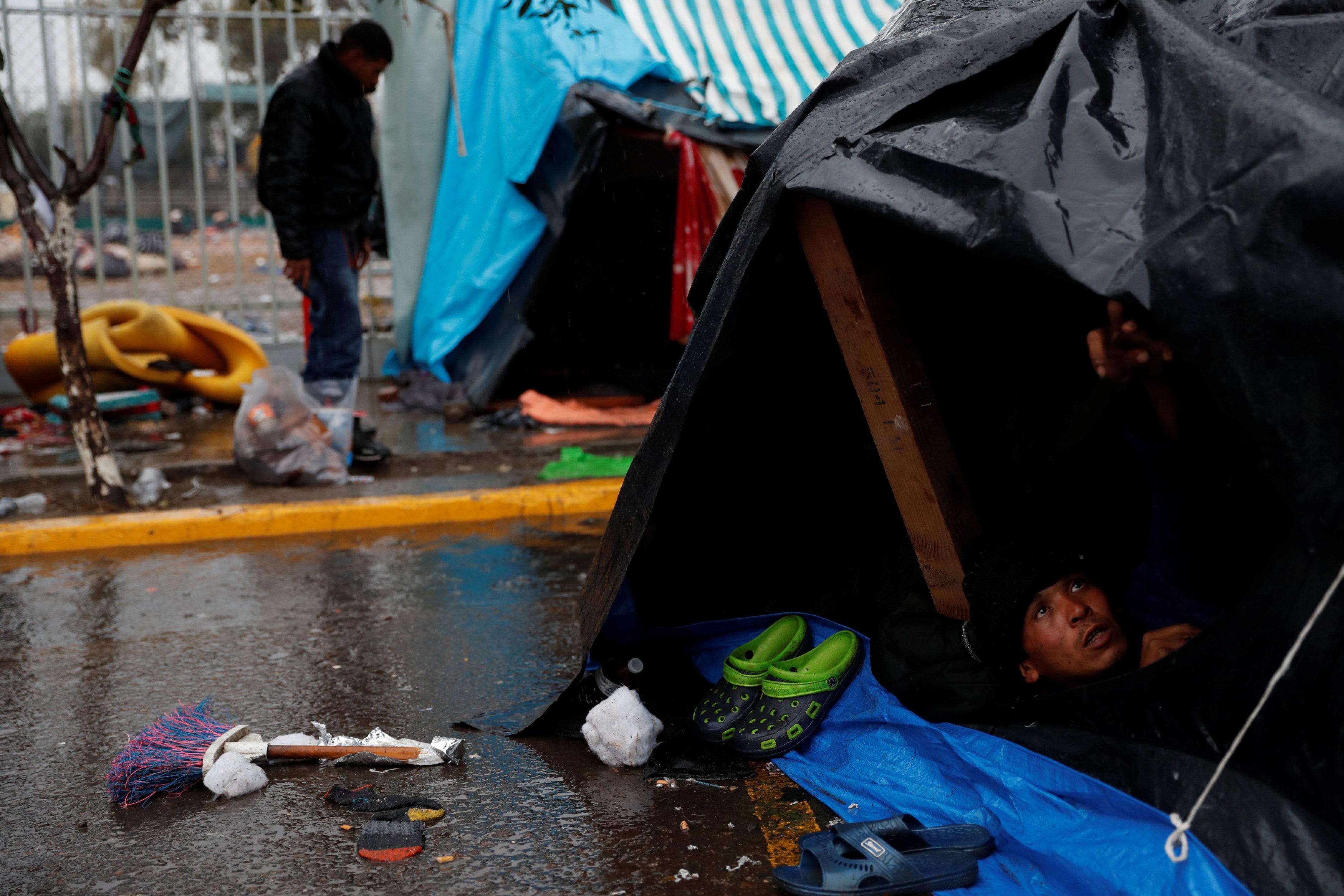 الأمطار تهطل على المهاجرين (3)