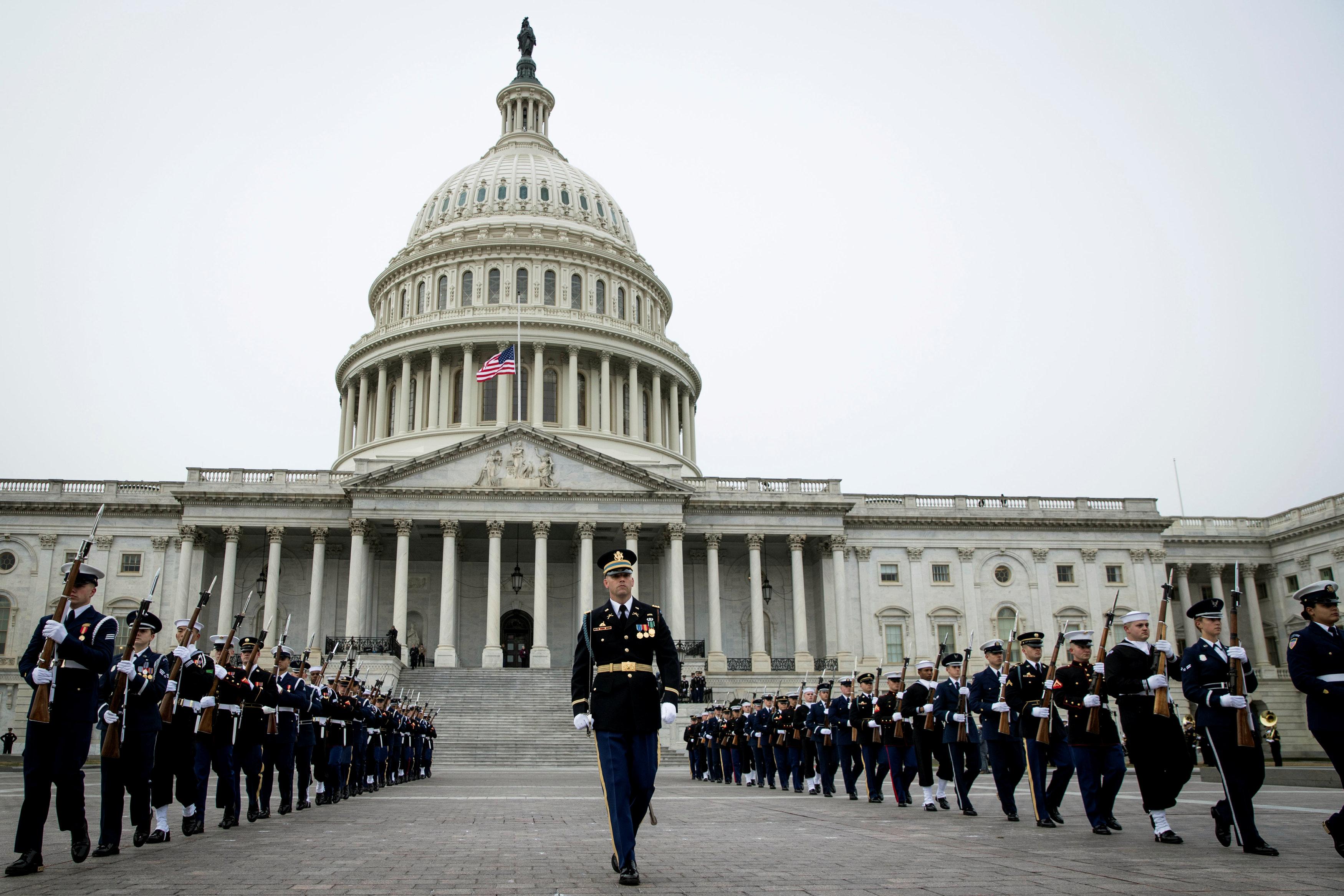 انطلاق مراسم جنازة الرئيس الأمريكى جورج بوش الأب (16)