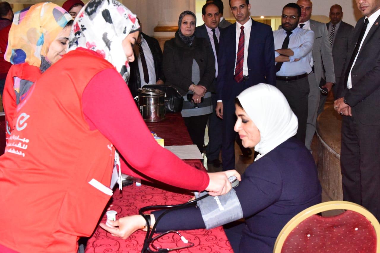وزيرة الصحة تجرى «المسح ضمن مبادرة 100مليون صحة» (1)