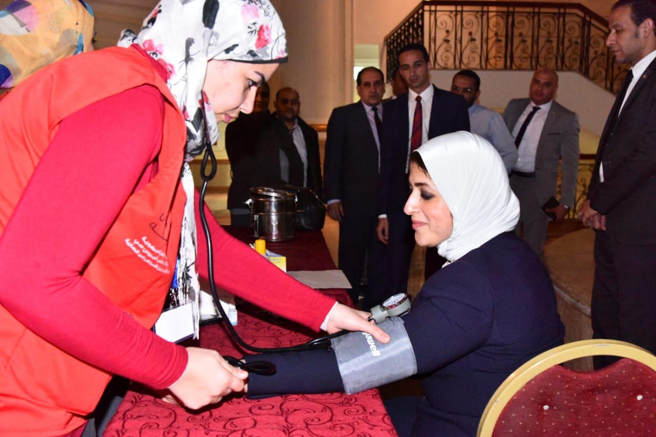 وزيرة الصحة تجرى «المسح ضمن مبادرة 100مليون صحة» (3)