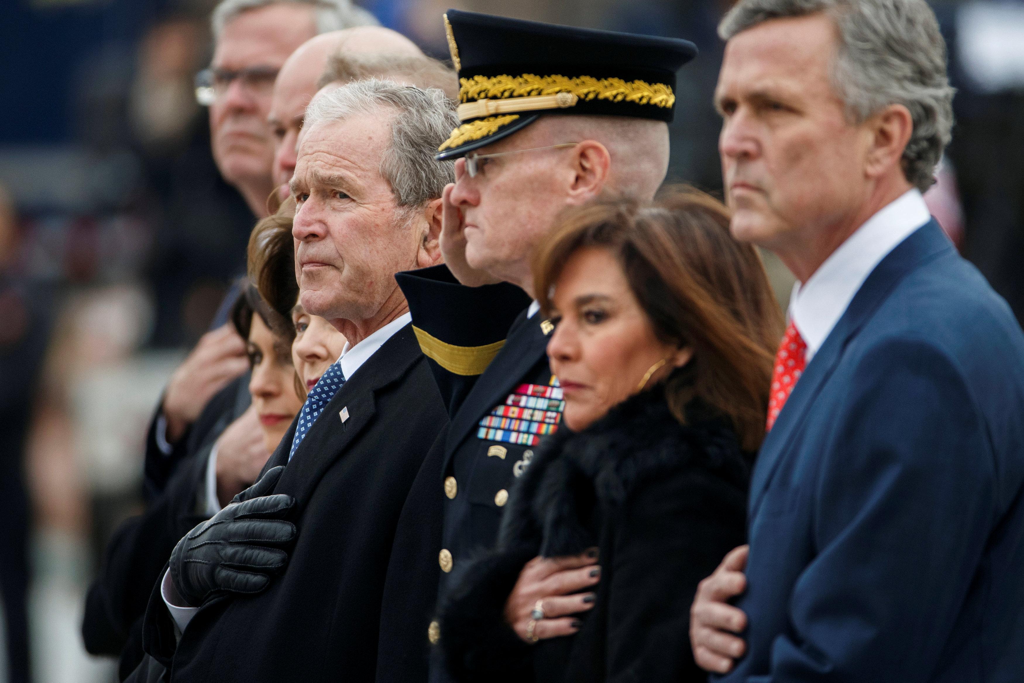 انطلاق مراسم جنازة الرئيس الأمريكى جورج بوش الأب (14)