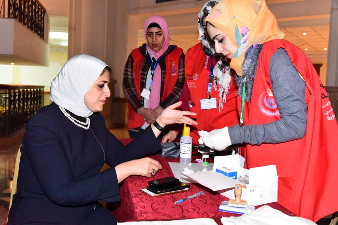 وزيرة الصحة تجرى «المسح ضمن مبادرة 100مليون صحة» (2)