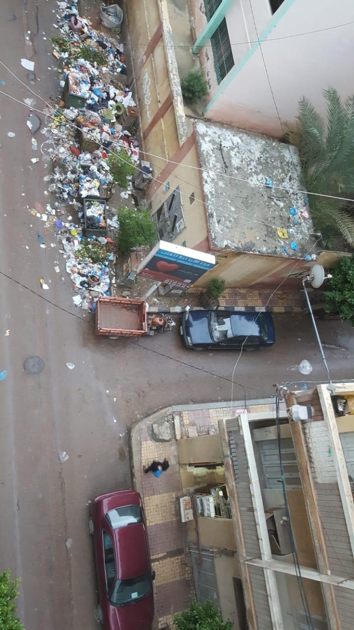 القمامة بشارع سوق شيديا