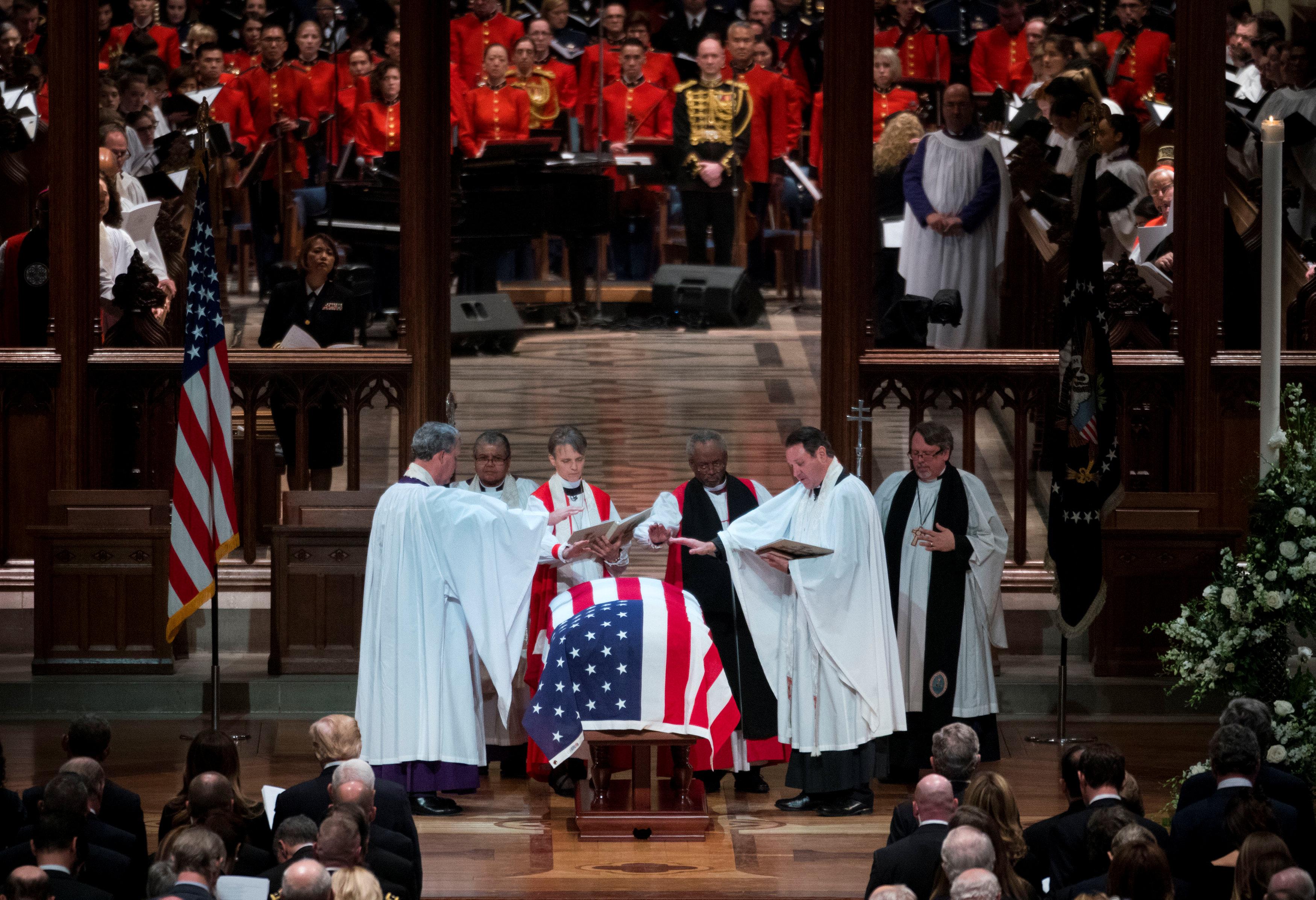 انطلاق مراسم جنازة الرئيس الأمريكى جورج بوش الأب (2)