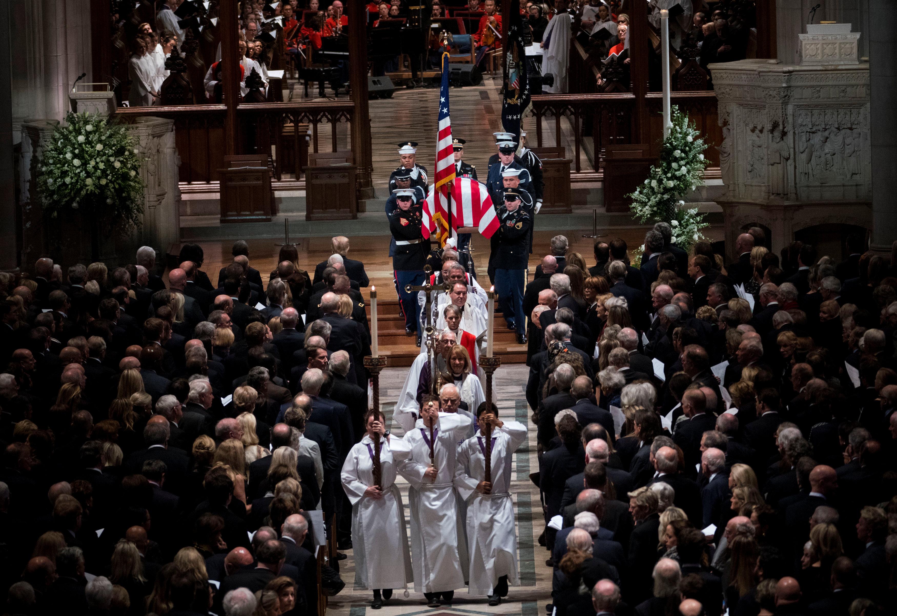 انطلاق مراسم جنازة الرئيس الأمريكى جورج بوش الأب (3)