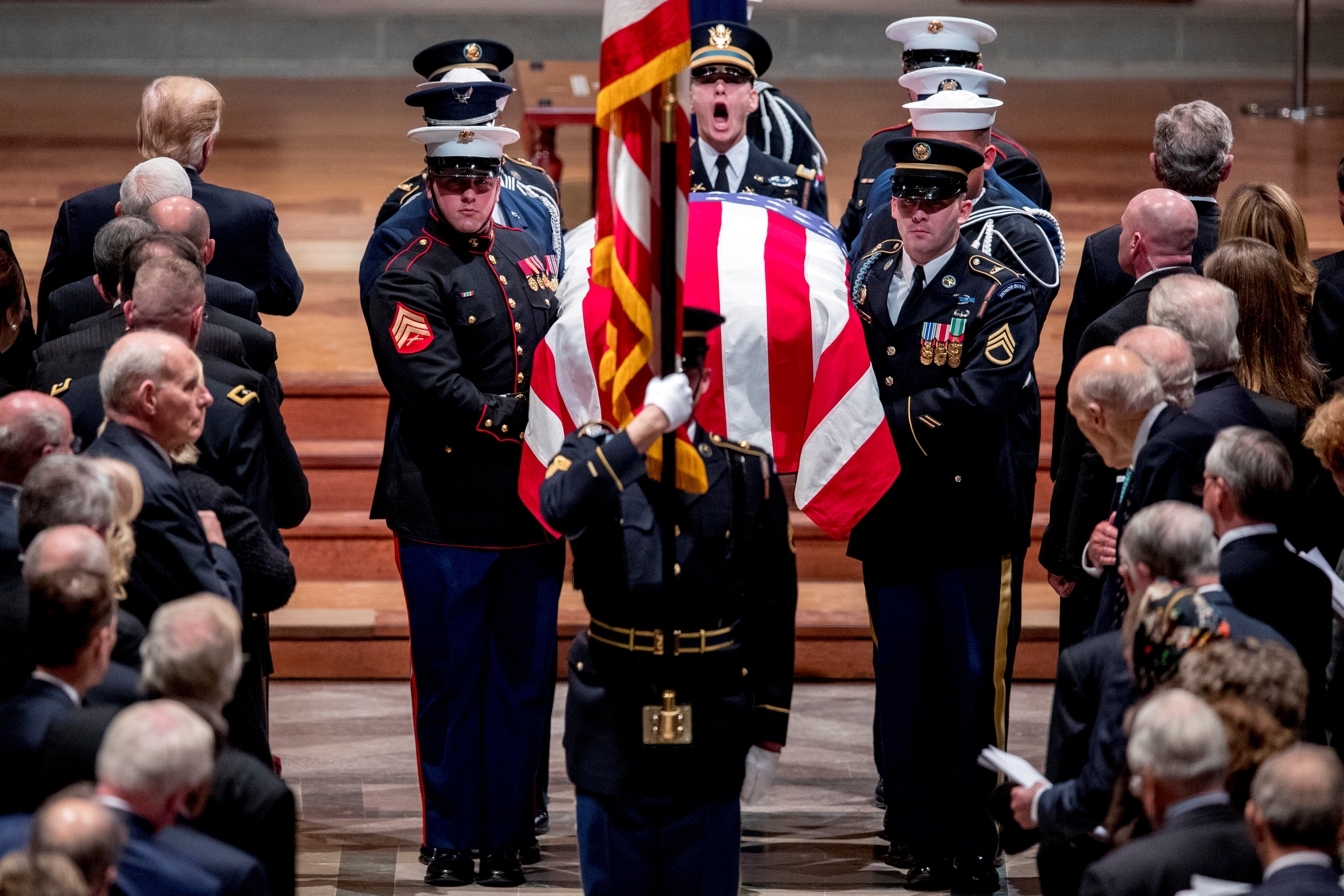 انطلاق مراسم جنازة الرئيس الأمريكى جورج بوش الأب (6)