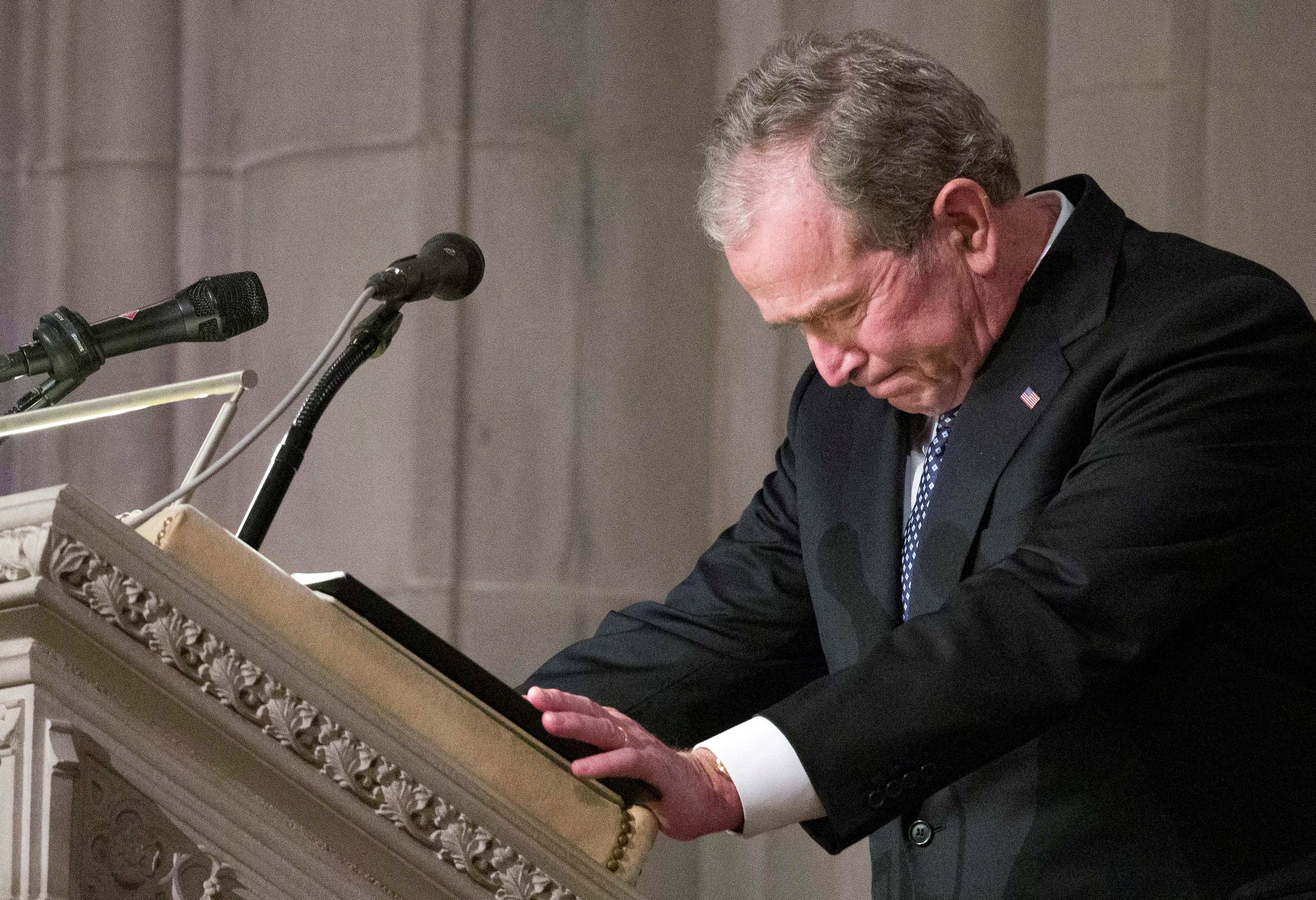 انطلاق مراسم جنازة الرئيس الأمريكى جورج بوش الأب (8)