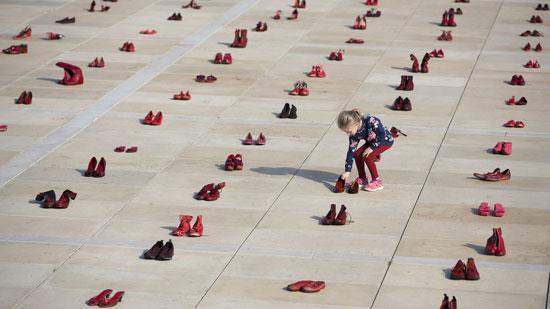 الأحذية الحمراء (1)
