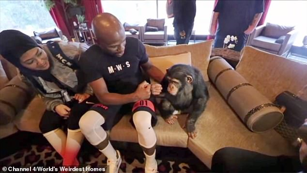 7044268-6463387-Floyd_Mayweather_has_also_made_a_trip_to_the_Belhasa_home_in_Dub-a-9_1544086538982